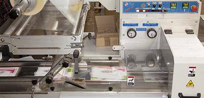 Prestation d'emballage, conditionnement de vos produits sous film Flowpack, ESAT ETAI Jacques Henry, Vitry Sur Seine, IDF