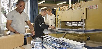 Prestation Soudure HF, conditionnement Haute Fréquence de coque en plastique, ESAT ETAI jacques henry, Vitry Sur Seine, IDF